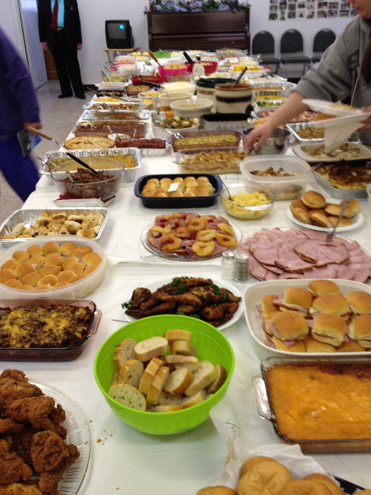 Classroom Potluck Ideas ~ Top dishes to bring the church potluck walking with